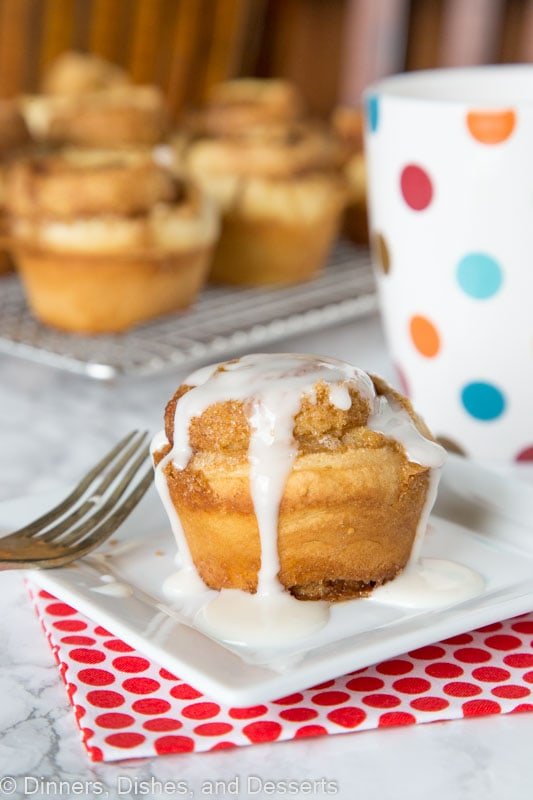 Cinnamon Roll Muffins - the taste of a thick and gooey cinnamon roll in a quick and easy muffin. Ready in about 30 minutes, topped with a vanilla glaze, and perfect for breakfast!