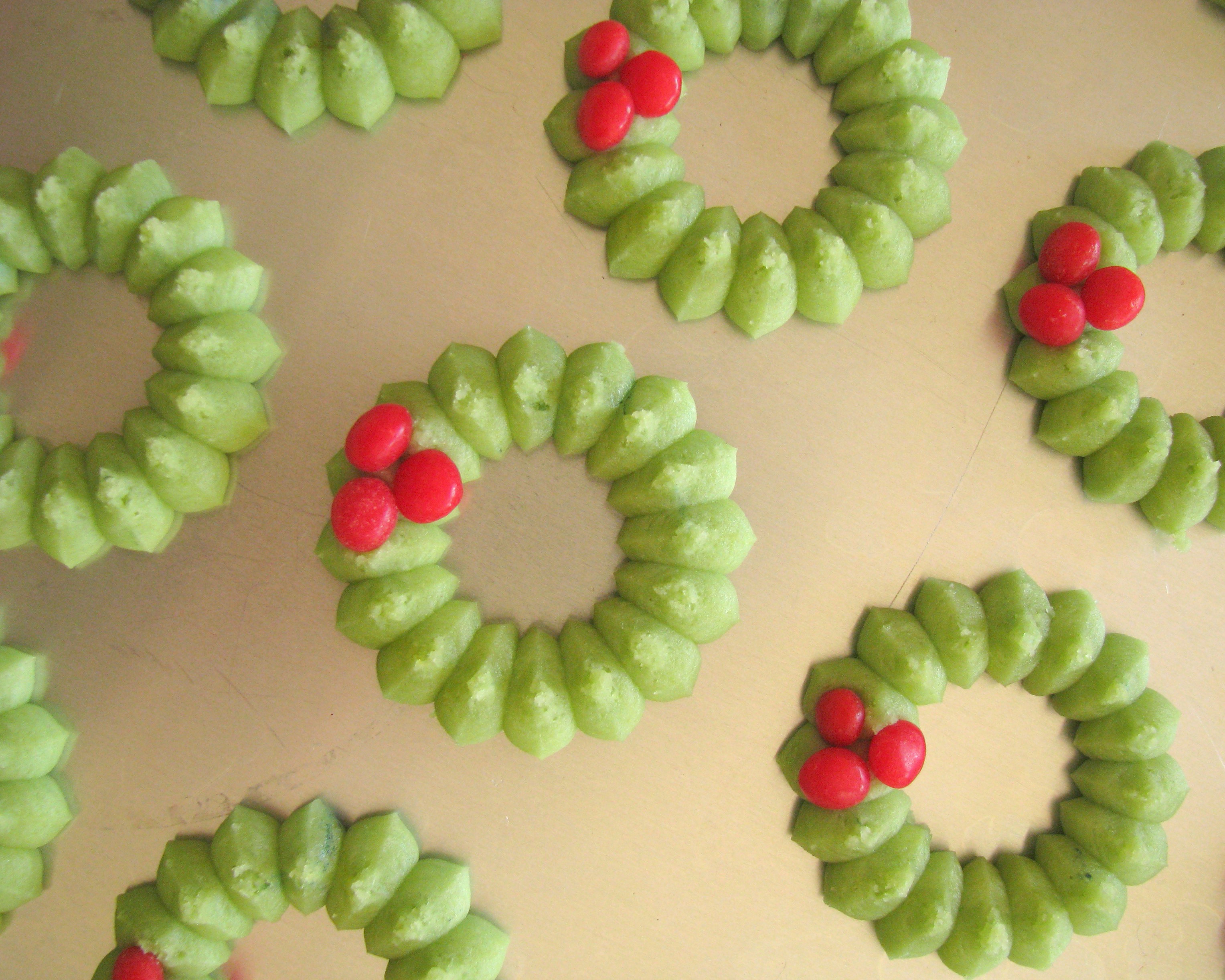 Vanilla-Bean Spritz Wreaths Recipe — Dishmaps
