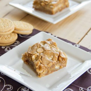 golden oreo blondie bars on a plate