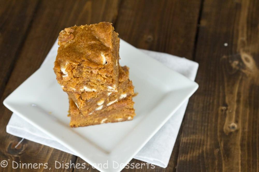 pumpkin biscoff blondies on a plate