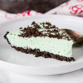 Grasshopper Pie - A light and creamy pie. Chocolate cookie crust, with a creamy mint filling. Super easy no bake pie that is great for the holidays.