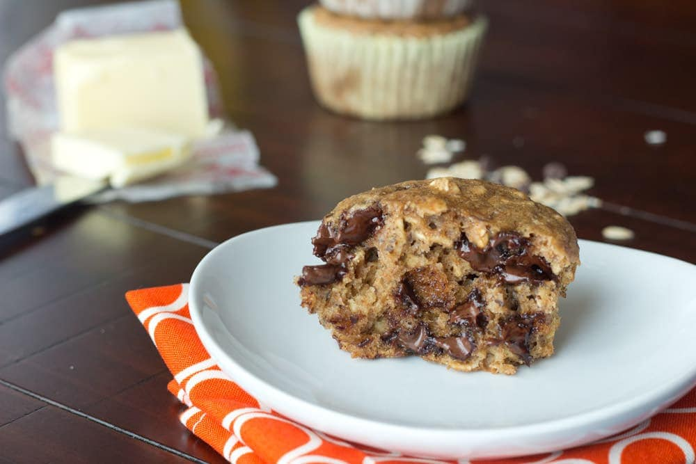 Oatmeal Chocolate Chip Muffins - a healthier muffins with whole wheat flour and no oil that tastes like you are eating and Oatmeal Chocolate Chip Cookie!