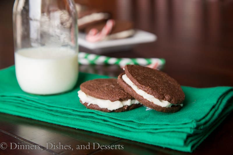 peppermint sandwich cooklis on a plate
