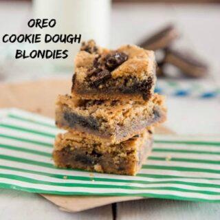 oreo cookie dough blondies on a napkin