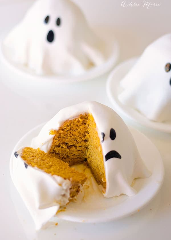 Mini Ghost Pumpkin Cakes
