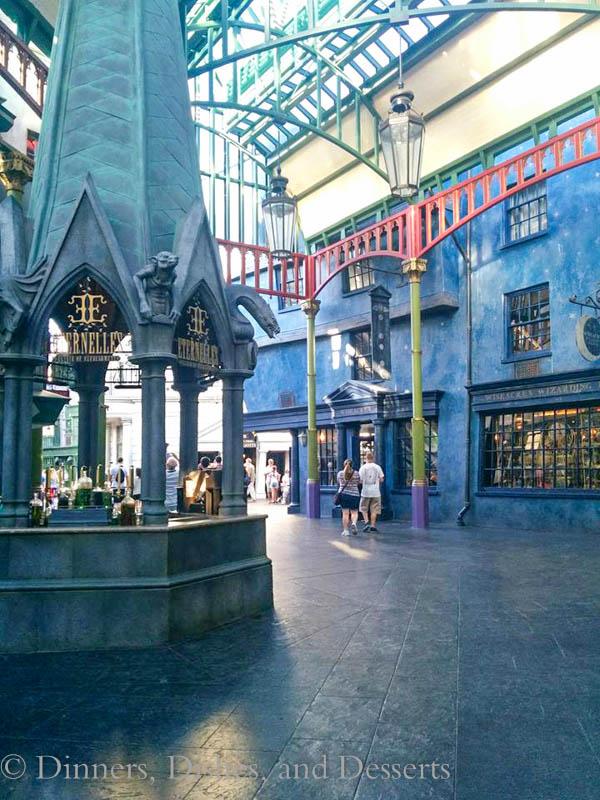 Universal Studios Orlando - walking through Diagon Alley