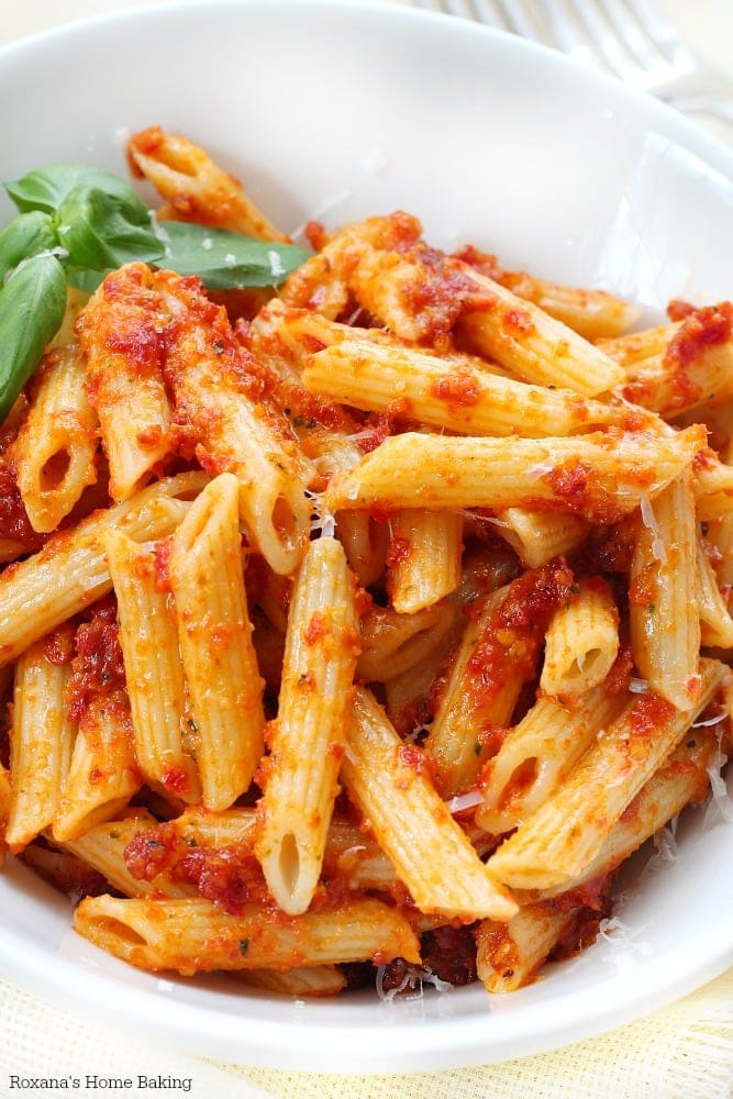 15 minutes sun dried tomato pesto penne {Roxana's Home Baking}