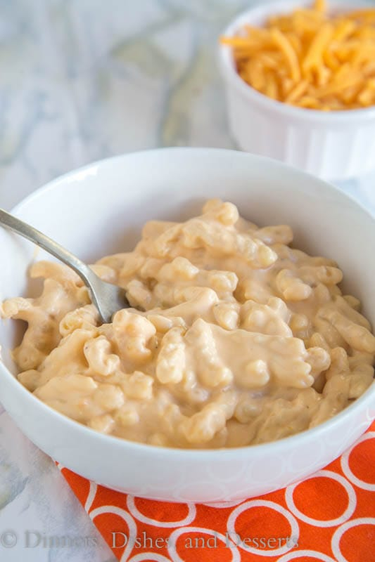 Slow Cooker Macaroni and Cheese - a creamy, cheesy, macaroni and cheese that is made completely in the crock pot!
