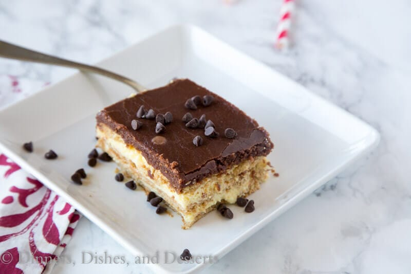 Boston Cream Pie Ice Box Cake - all the flavors of the infamous Boston Cream Pie in a quick and easy ice box cake. Great for those hot days when you don't want to turn on the oven, or when you just don't want to do all the work!