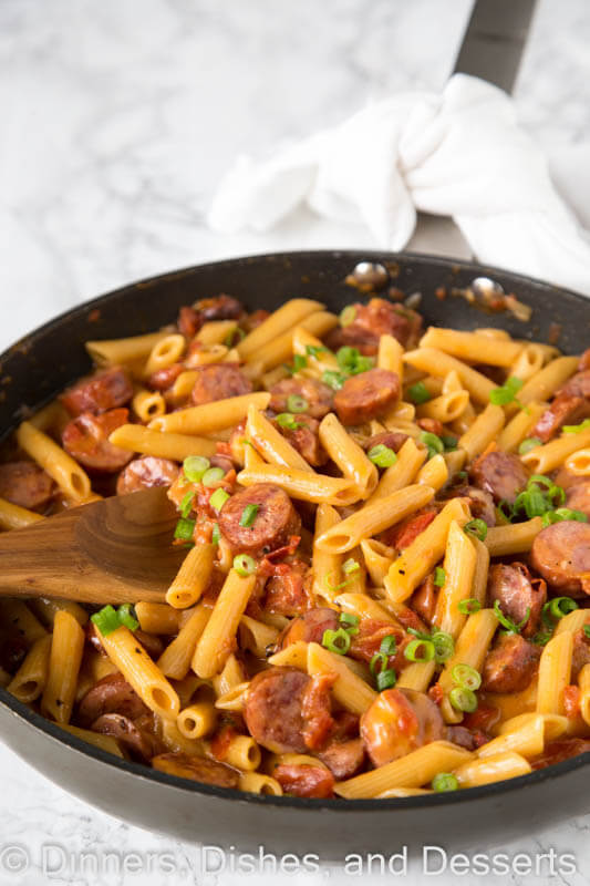 One Pan Cheesy Sausage Pasta - get dinner on the table with these easy pasta recipe. Just one pan, 20 minutes, and you are done!