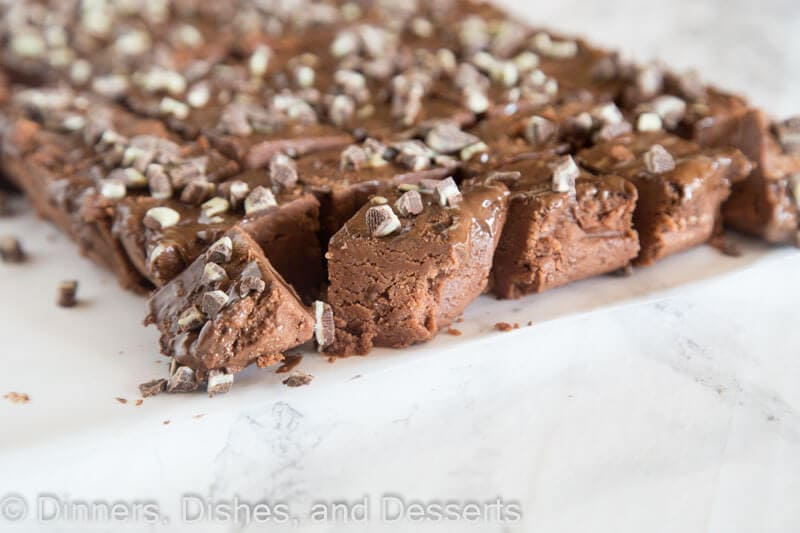 easy microwave fudge on a plate