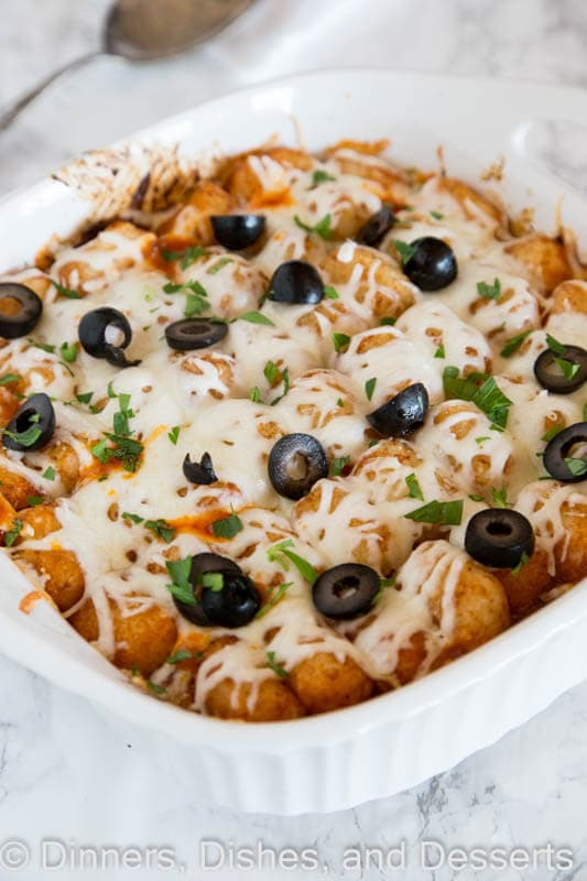 A dish of a pizza tater tot casserole