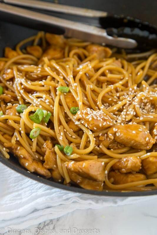 Teriyaki Chicken Noodle Bowls - an easy homemade teriyaki sauce with tender pieces of chicken and noodles for a delicious and easy dinner!