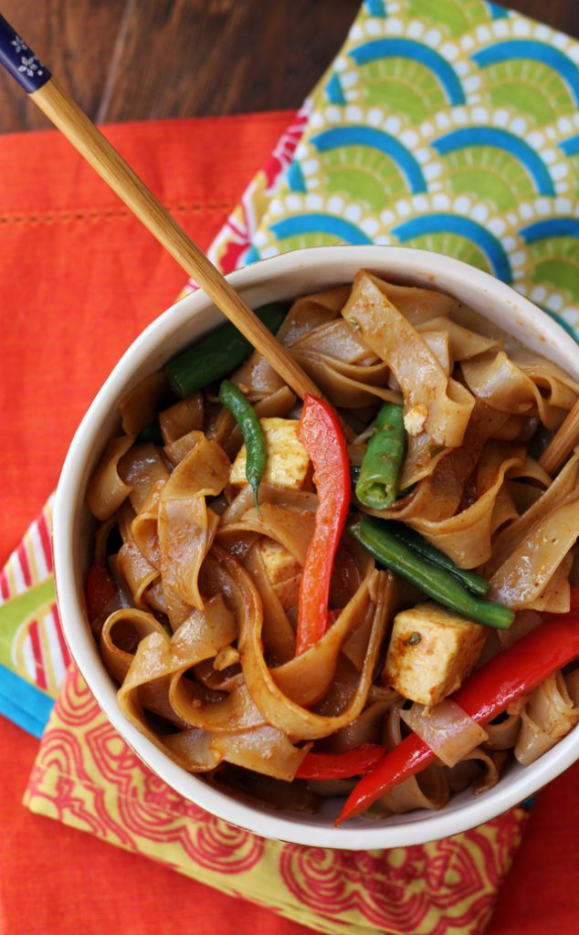 Drunken Noodles with Tofu and Peppers {Joanne Eats Well with Others}