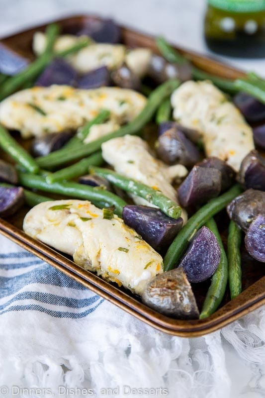 chicken, green beans and purple potatoes on a baking tray