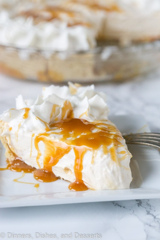 Vanilla Caramel Pie – An easy vanilla cream pie with lots of caramel mixed in.  Topped with homemade whipped cream and a caramel drizzle. Great for holiday entertaining!