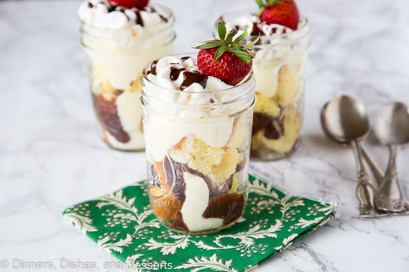 Boston Cream Pie Parfaits - all the taste of a Boston cream pie in these fun layered dessert parfaits!  You can make them ahead and have them in the fridge for parties or get togethers!