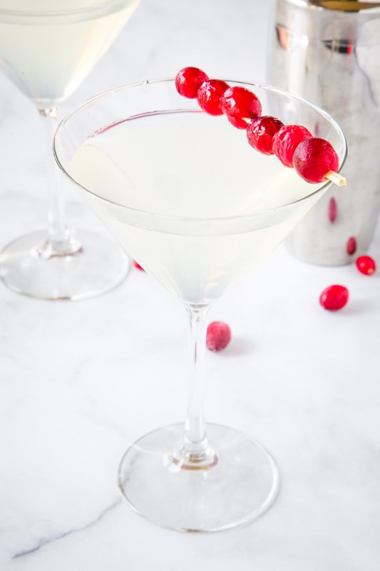 The perfect cocktail for your holiday party is this super easy winter white cosmo