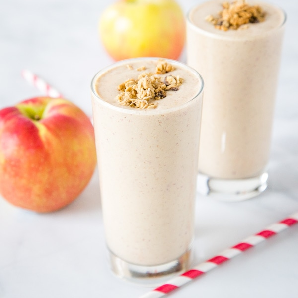 Apple Smoothie - Get all the taste of fall in this apple smoothie! Apples and cinnamon come together in this filling and delicious drink.