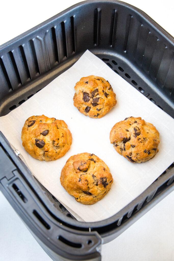 air fryer chocolate chip cookies baked