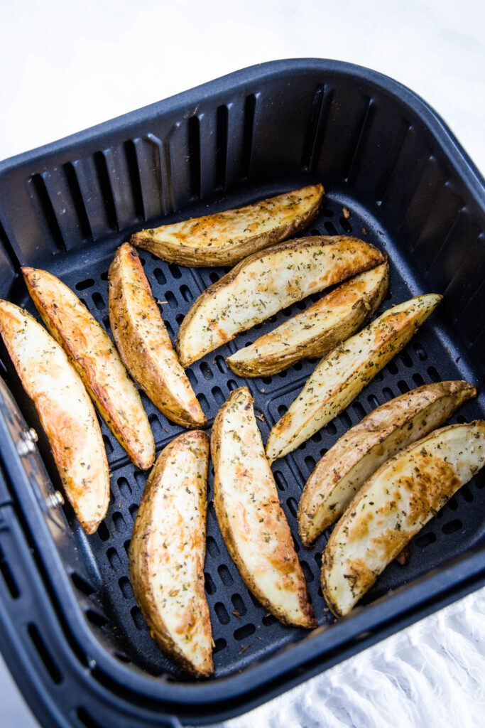 cooked potato wedges in the air fryer