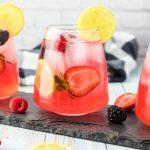 close up glass of lemonade